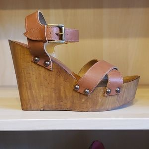 Charles by Charles David leather and wood wedge